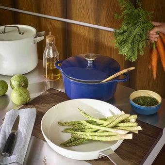 25027839-cast-kitchen-kitchenware-cookwares-31