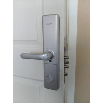 อุปกรณ์รักษาความปลอดภัยภายในบ้าน กลอนประตูดิจิตอล สีสีขาว-SB Design Square