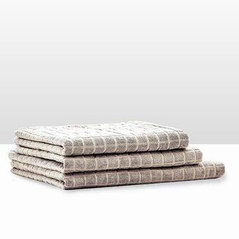 39013411-bathroom-bath-linens-towel-31