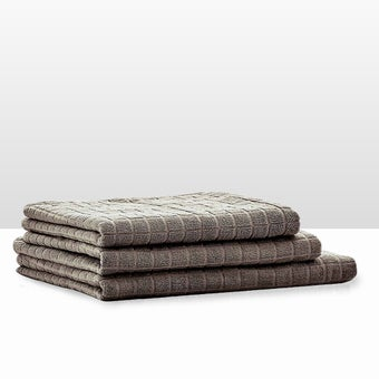 39013418-bathroom-bath-linens-towel-31