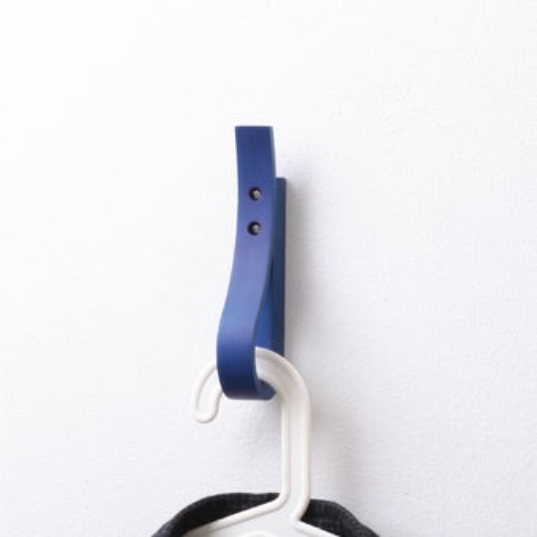 Pana objects ตะขอแขวน RIBBI Hook Midnight blue #PN-D027-NB สีไม้อ่อน01