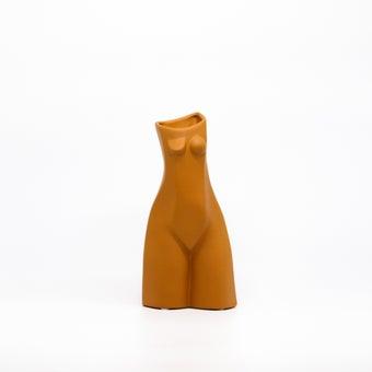 Storehaus แจกันรูปร่างคนยืน รุ่นVA0016 สีส้ม1
